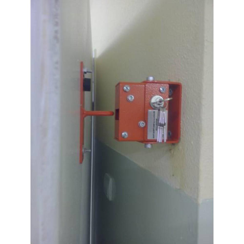 Kapı sabitleme sistemi, okullarda kapıların çarpmaması, yaralanmaların önüne geçilmesi için üretilmiş bir sistemdir.